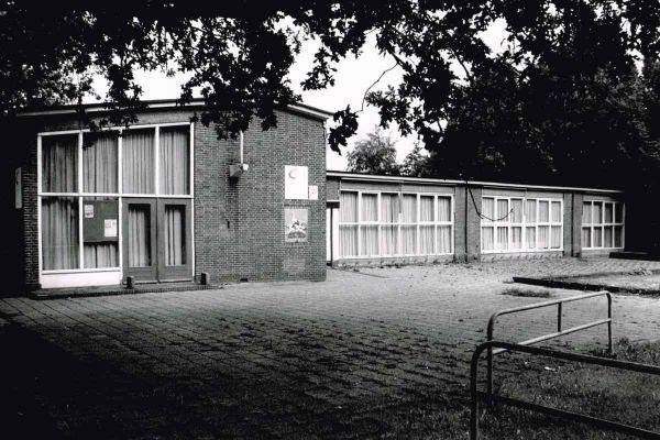 foto-jan-buwalda-bries-in-gebouw-eibernest-1993-12004D915C1A-5259-8E07-3FF4-C9BA32A8A04B.jpg