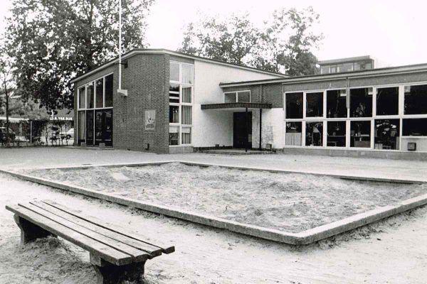 foto-jan-buwalda-kleuterschool-eibernest-ca-1976-12002595193C-E9EF-D04C-4901-0BB3B3E0AE9D.jpg