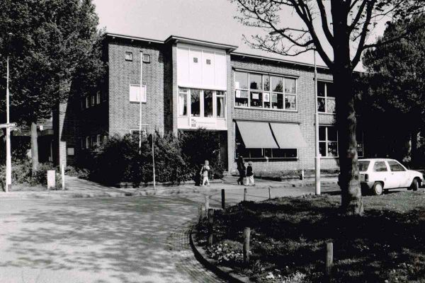 foto-jan-buwalda-peter-petersenschool-aan-de-kroonkampweg-29-12-1997-1200FAC85F0D-6966-3B1E-6BAC-9D21D635BB40.jpg